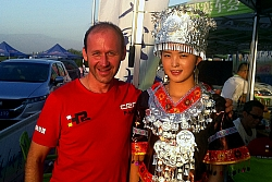 Manfred-Stohl-vor-China-Rallye-1046